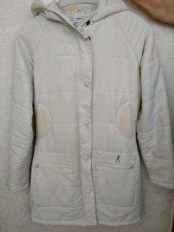 Пальто демисезонное с капюшоном Terranova S в отличном состоянии