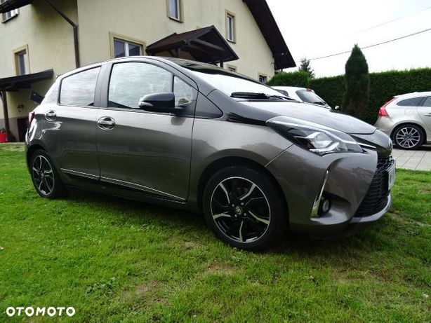 Toyota Yaris 1.5 111km Selection navi kamera alufelgi tempomat krajowa