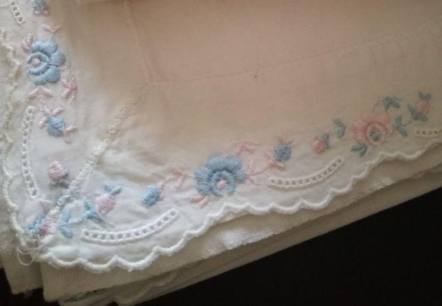 Lençol de algodão com barra bordada