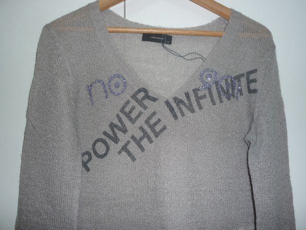 Фирменный свитер бренда vero moda.