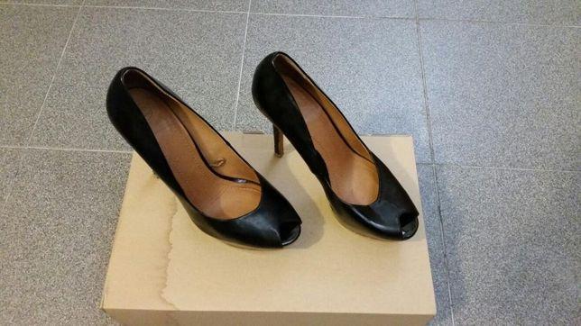 Sapato salto alto de verniz