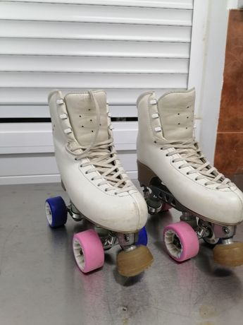 Patins de patinagem artística