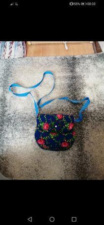 Mała torebka z kwiatami