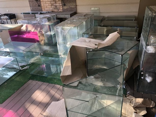 Торговое оборудование, стеклянные кубы, витрины