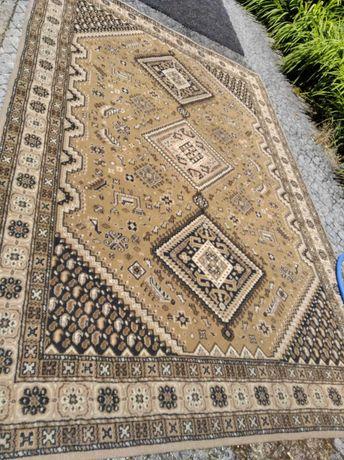 Carpete Castanha 2,74 mt. x 1,86 mt.