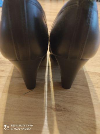 Czarne pantofelki na obcasie