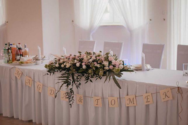 Napis na stół weselny Magda i Tomek. Dekoracja stołu wesele