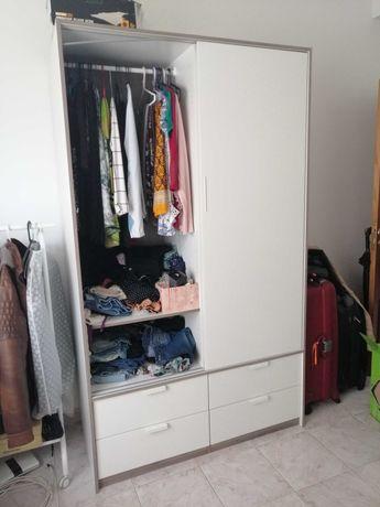 Guarda roupas 2 portas de correr + 2 tábuas/prateleiras nunca usadas