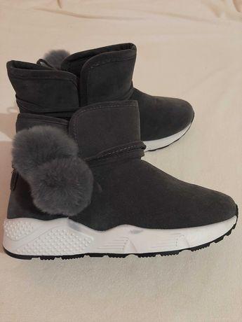 Взуття жіноче 24,5см
