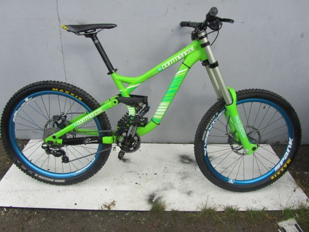 Rower DH COMMENCAL supreme / 888
