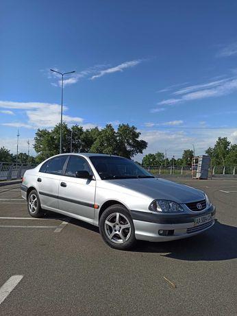 Продам Toyota Avensis 2003. Обслужена.