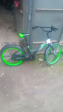 Велосипед дитячий з допоможними колесами