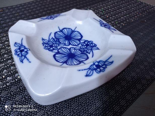 Popielniczka w niebieskie kwiaty