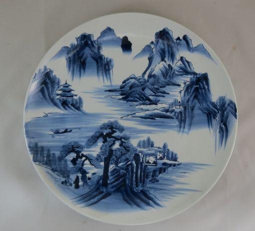 Prato Arita Porcelana Japonesa dec com montanhas 40cm Periodo Meiji