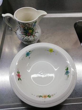Jarro com prato pintados à mão