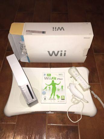Wii + 2 comandos + 2 jogos + balança wii fit plus