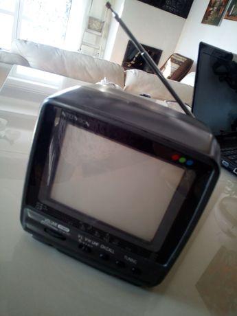 Telewizorek telewizor Intervision kamper