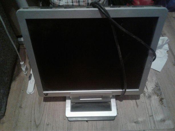 Monitor pod komputer konsole