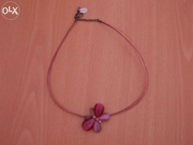 Colar rosa com borboleta
