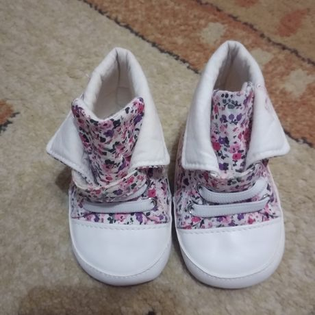 Продам перші черевички