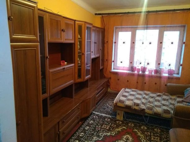 Кімната в сімейному гуртожитку