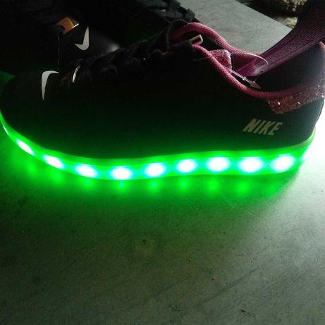 Wyprzedaż buty Nike skórzane led usb święcąca podeszwa rozm.36 38 39