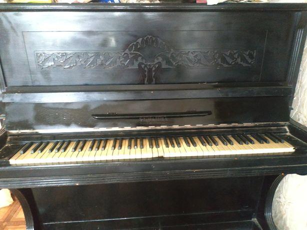 Продам пианино Украина.,черного цвета.Цена 800 рублей.