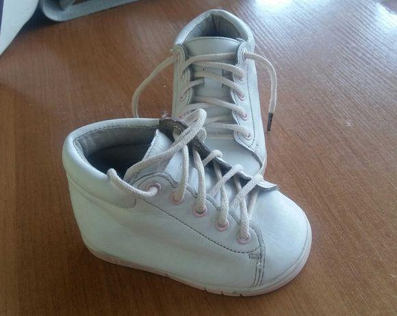 Дитяче взуття 19 розмір