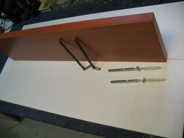 półka na ścianę i mocowania