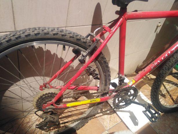 Bicicleta usada  vermelha