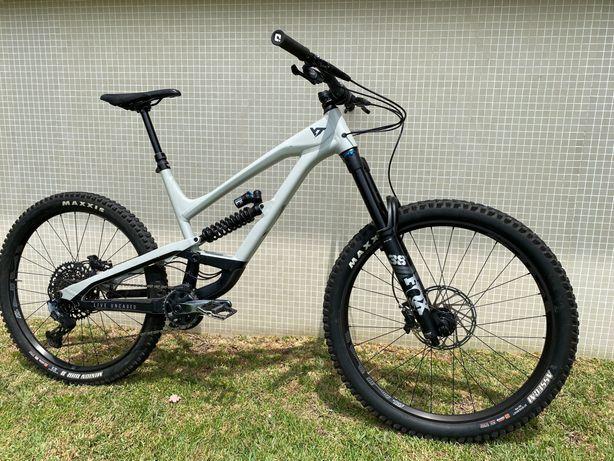 YT Industries Capra Shred Mountainbike / L