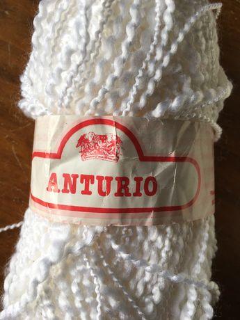 """Novelos """"Anturio"""", fio com ondinhas, brancos, 50 gramas"""