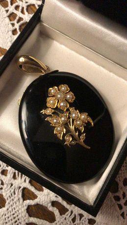 Stary duży medalion (złoto, perły) z certyfikatem.