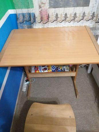 Прекрасный стол и стул