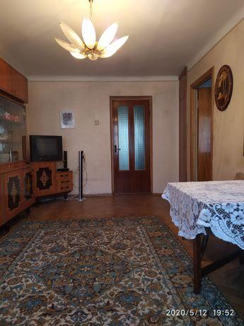 Продам 3 кімнатну квартиру в центрі міста
