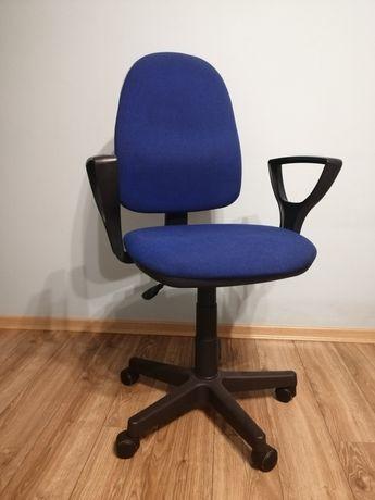 Fotel biurowy w kolorze granatowym