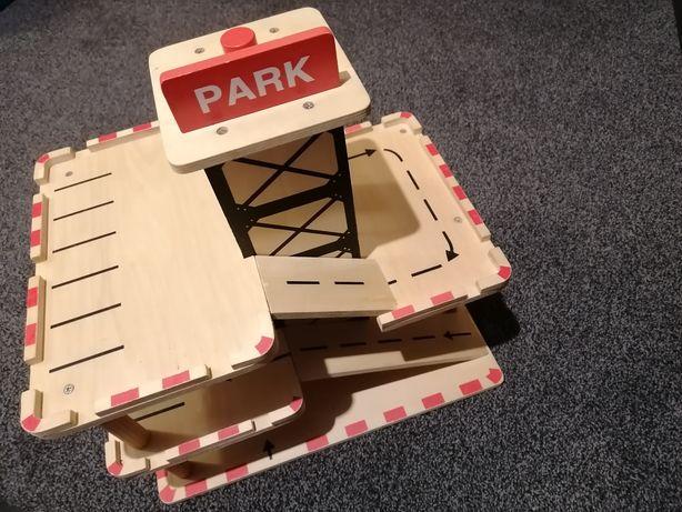 Parking drewniany z windą
