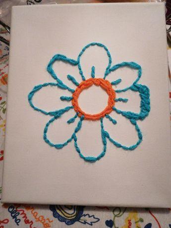 Flor em lã e tela