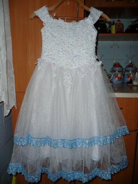 Нарядное платье пышное, длинное