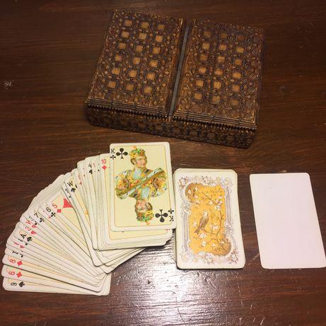 Karty pasjansowe w drewnianym pudełku małe