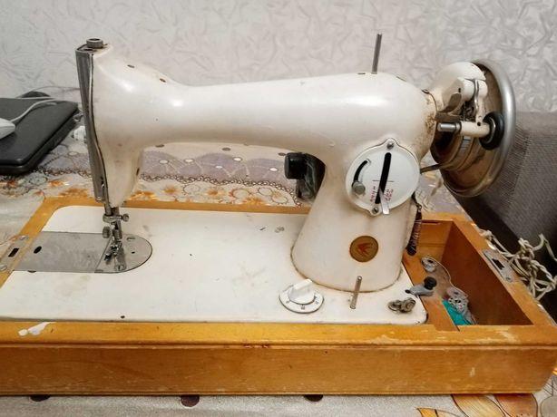 Швейная машина Подолянка