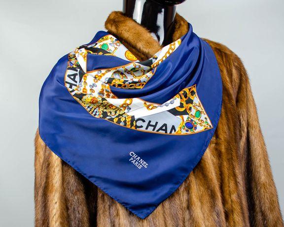 Фирменный шелковый платок Chanel.Большой платок с интересным рисунком.