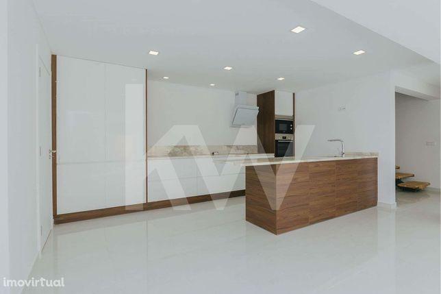 Moradia Totalmente Remodelada - 3 Suites com closet - Porto Salvo - Oe