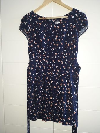 Sukienka w serduszka Chillin, r. S