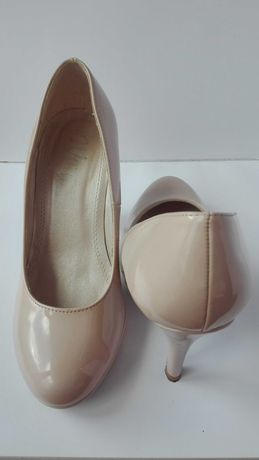 Sapato feminino salto alto nude