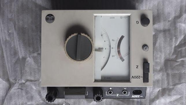 Mostek Thomsona i WHEATSTONE'A TMT-5 TMW-5 do pomiaru rezystancji.
