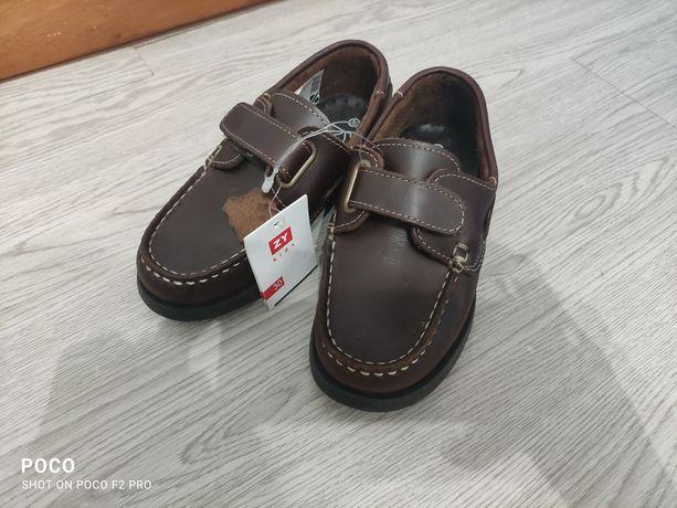 Sapatos criança em pele novos