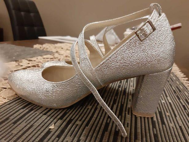 Buty ślubne 38 srebrne, Brillu, słupek 8 cm