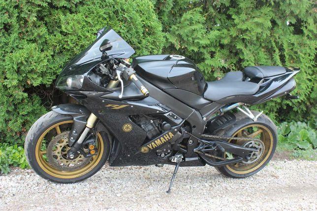 Yamaha R1 RN12 2005 uszkodzony silnik