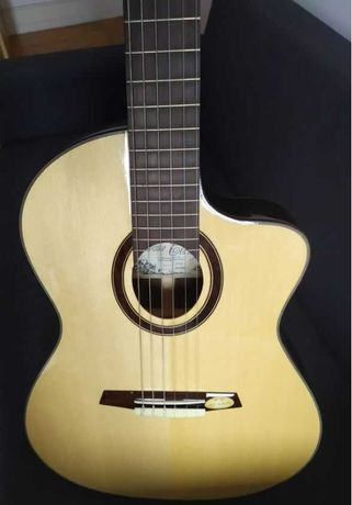 Guitarra clássica eletrificada- Salvador Cortez CS-225